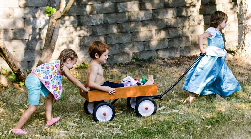 KIDS-PLAYING-WAGON