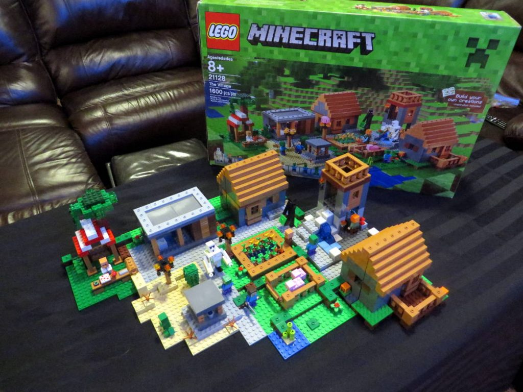 lego-minecraft-the-village-21128-finished-sm
