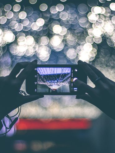 Taking a photo of lights with smartphone